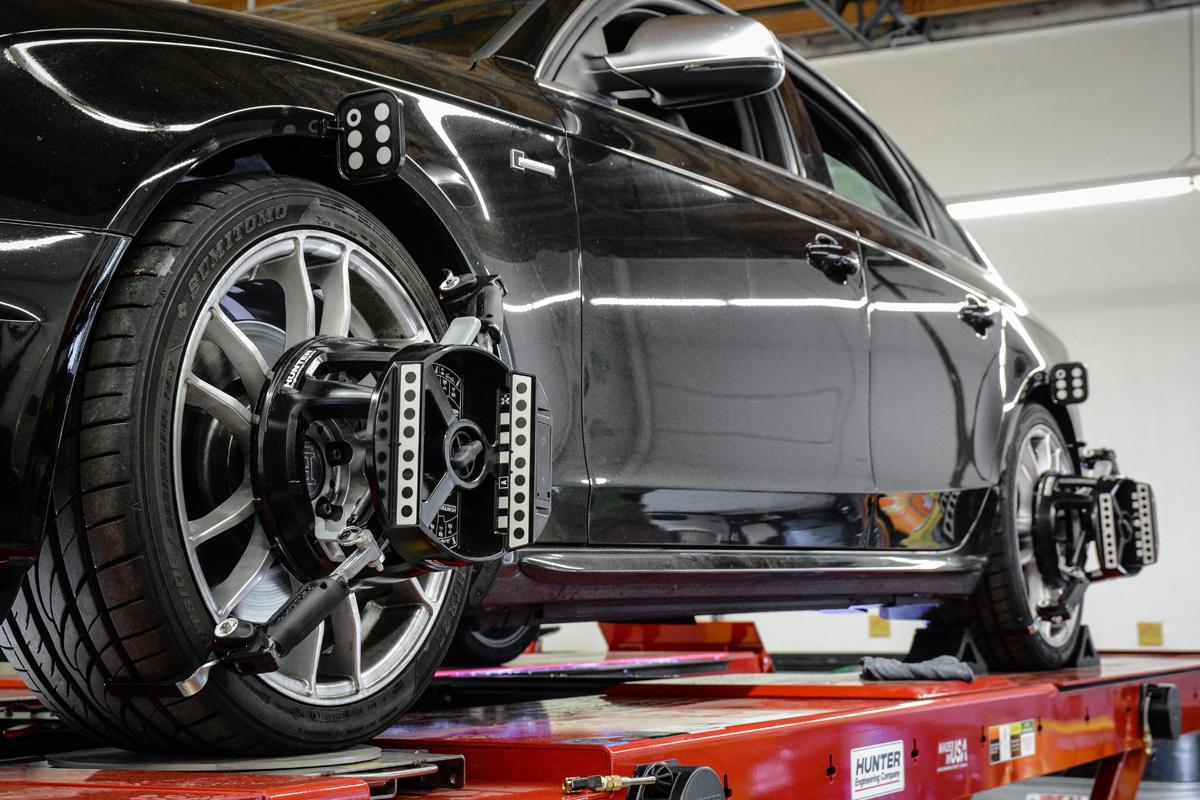 Uitlijnen van uw auto, mogelijk bij Garage Class in Hoogvliet (Spijkenisse, Brielle, Pernis, Schiedam, Vlaardingen omstreken)
